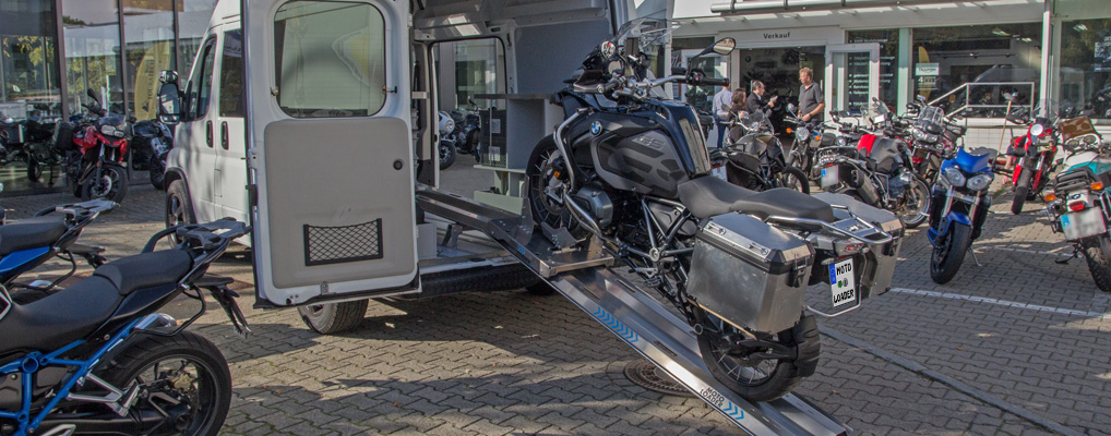 Unloading a BMW GS using the MOTOLOADER